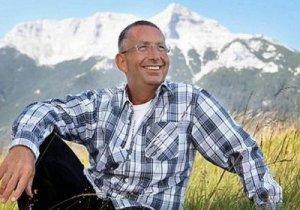 Миллионер Карл Ребедер стал счастливым, раздав все свои деньги бедным
