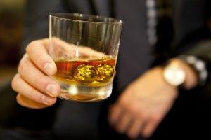Виски теперь охлаждают золотыми шарами