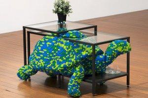 Краски жизни в композициях из LEGO и мебельной серии от IKEA