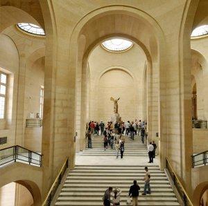 «На одной волне с искусством»: сентябрьская Неделя высокой моды от Christian Dior пройдет в Лувре