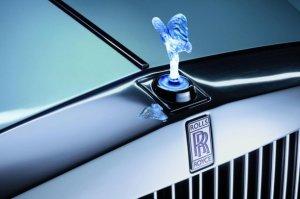 Rolls-Royce Cullinan - роскошный внедорожник для сильных мира сего