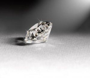 В немецком отеле один из гостей найдет на дне бокала бриллиант за $3.200