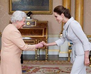Анджелина Джоли получила «рыцарский» титул от Елизаветы II
