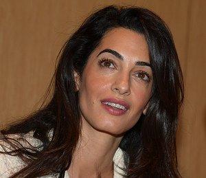 В коллекции Oscar De La Renta появилось свадебное платье жены Джорджа Клуни