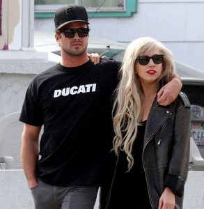 Леди Гага с Тейлором Кинни поклялись в верности друг другу