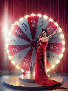 Компания Campari представила календарь на 2015 год с несравненной Евой Грин на обложке