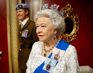 Ньюйоркский музей мадам Тюссо пополнился новыми фигурами королевы Елизаветы II и принца Гарри