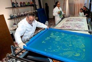 Роскошные шелковые платки от Hermès послужат благому делу
