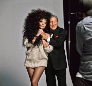 Леди Гага и Тони Бернетт уже начали готовиться к Рождеству с H&M