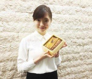 Японских актрис и моделей научат подавать ланч