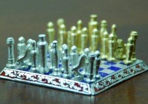 Мини-шахматы продаются по макси-цене $1900