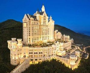 Роскошный отель в виде сказочного замка в Китае