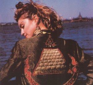 Ушла с молотка серьга Мадонны за $34.000