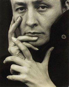 Джорджия О'Киф со своим «Дурманом» стала самой дорогой художницей женского пола