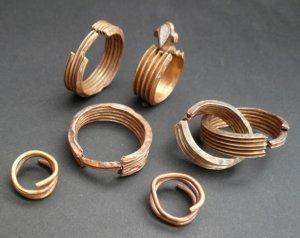 Редкие древние кольца, ранее украденные из музея, возвратили по почте