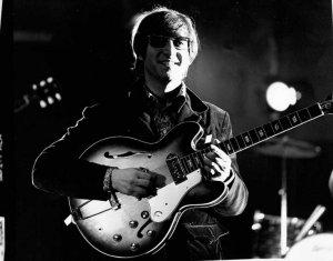 На лондонском аукционе гитара легендарного Джона Леннона никого не заинтересовала