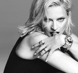 Леди Гага больше не является «лицом» Versace, ее место снова заняла Мадонна