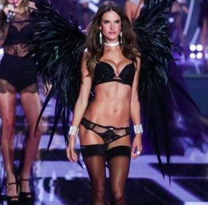 Ангелы Victoria's Secret на лондонском Fashion Show