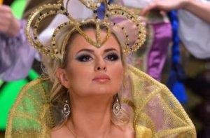 Анна Семенович на «съёмочной» встрече Нового года была замечена в компании привлекательных мужчин