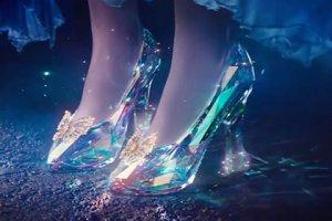 В новой сказке Disney Золушка танцует на балу в настоящих хрустальных туфельках от Сваровски