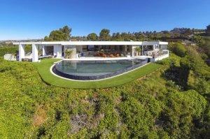 Программист Маркус Перссон купил роскошный особняк за $70 миллионов