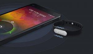 С фитнес-браслетом Xiaomi Mi Band вы всегда будете на современной волне