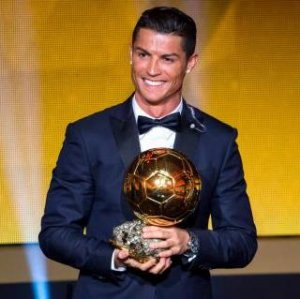 Криштиану Роналду снова завоевал «Золотой мяч», но получал его без Ирины Шейк