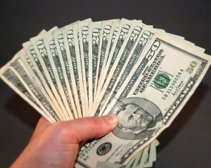 80-летний пенсионер в лотереи «Омега» сорвал джекпот в $326 миллионов
