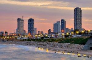 Сестры Кардашьян купят пентхаус в Тель-Авиве