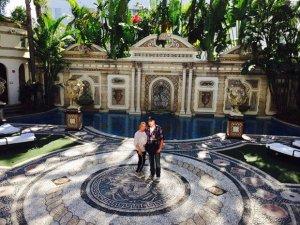 Андрей Данилко и его сценическая «мама» сняли для отдыха роскошный особняк Джанни Версаче