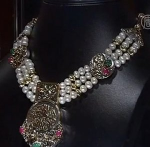 Египетский дизайнер Азза Фахми презентовала «фараонские» драгоценности