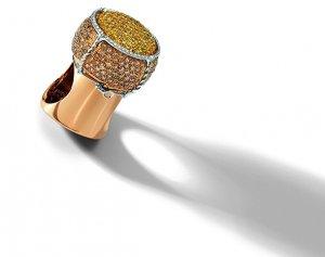 Уникальное кольцо в виде пробки от шампанского от бренда Roberto Coin