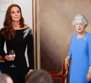 Почему Елизавета II учит Кейт Миддлтон сохранять приветливость, не зависимо от самочувствия