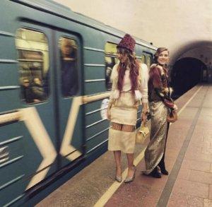Пассажиры московского метро увидели Ксению Собчак в новом образе