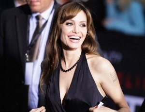 Анджелина Джоли стала самой уважаемой женщиной в мире