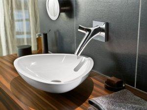 Роскошные ванные оборудуют прозрачными смесителями