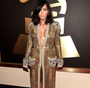 Золотое платье-халат Ким Кардашьян на Грэмми сверкало, как новогодняя елка