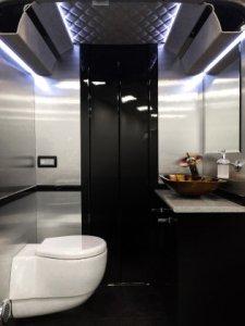 Микроавтобус для VIP-пассажиров Senzati Jet Sprinter отделан в стиле представительского лайнера