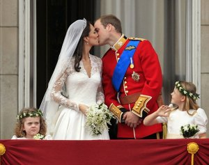 Свадебное меню принца Уильяма и Кейт Миддлтон выставлено на продажу: цена «королевского» лота - £500 (видео)