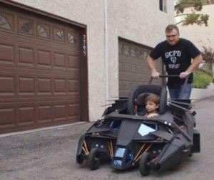 Мини-бэтмобиль для вашего супер-малыша (видео)