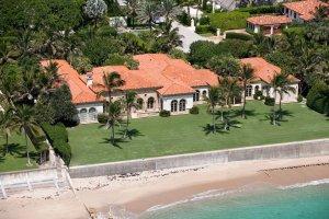 Роскошный особняк в «колониальном» стиле на Палм-Бич продаётся за $47 миллионов
