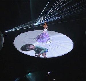 Необычное платье-холст Дженнифер Лопес поразило всех на одном из шоу (видео)