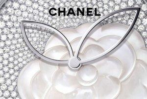 На драгоценных часах от Chanel расцвели камелии