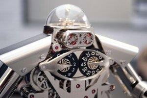 Любители фантастики могут украсить интерьер настольными часами-роботом от MB&F