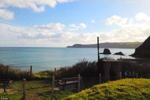 В Англии выставлен на продажу общественный туалет с самым живописным видом на море
