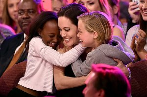 Анджелина Джоли удочеряет седьмого ребенка