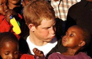 Принц Уильям познакомился с черными носорогами в Танзании